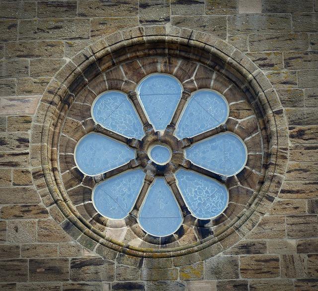 window-1324694_1920.jpg